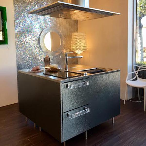 i kitchen キューブが新作ドアカラー「チタニウム」に模様替え!!in静岡西