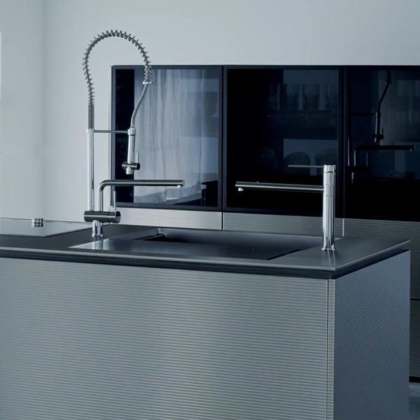 ゼロ動線キッチンのためのシンク - 『パラレロ』の最新MOVIEを公開